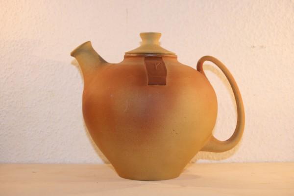 Teekanne, gelb mit rotem Anflug